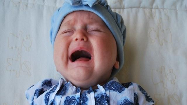 foto_bimba piccola piange
