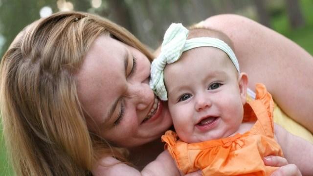foto_mamma felice con piccola