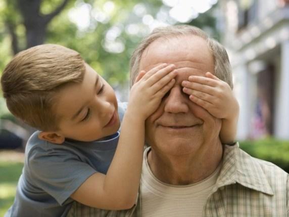 foto_nonno_gioca