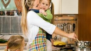 foto_mamma casalinga e bimbe