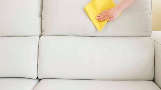 come pulire il divano in pelle facilmente - passione mamma