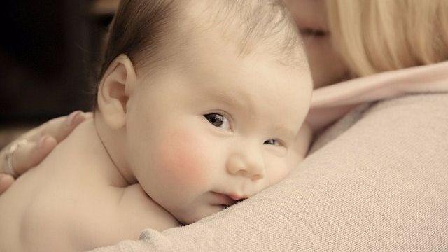foto_neonato in braccio
