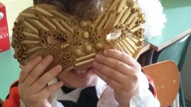 maschera carnevale con pasta