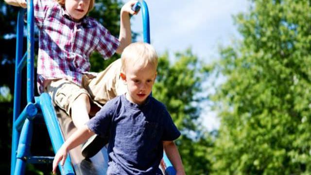 rapire un bambino al parcogiochi