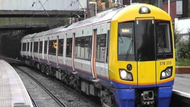 donna partorisce treni stranford