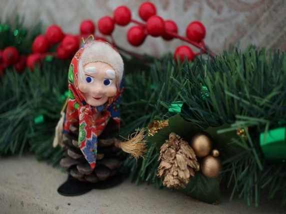 befana decorazione natalizia