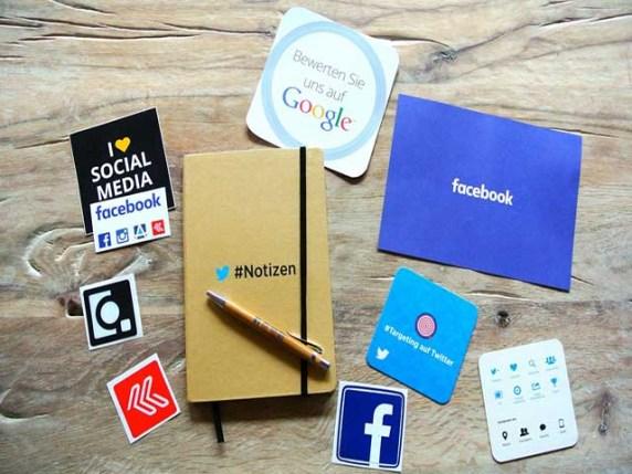 foto agenda e scritte social media