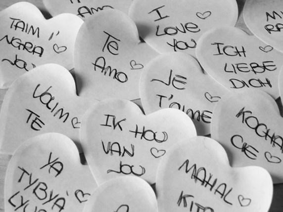 Foto frase d'amore in tutte le lingue