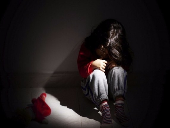 bambina stuprata partorisce argentina