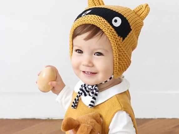 foto bimbo con cappello
