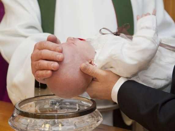foto scegliere padrino e madrina di battesimo
