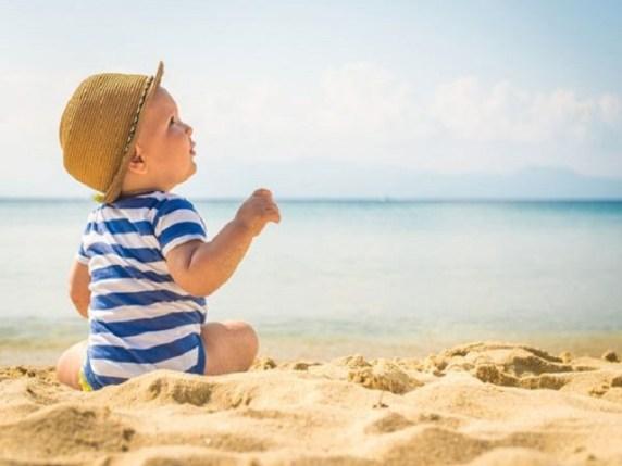 La borsa per il mare: cosa mettere con un neonato?