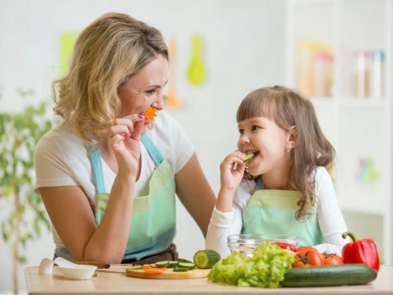 alimentazione mamma e figlia