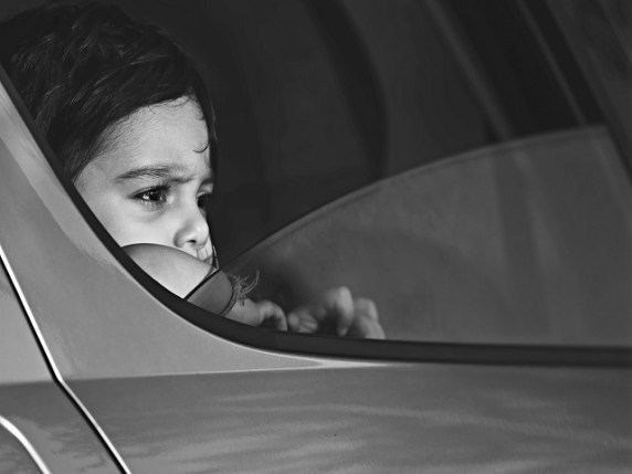 bambini lasciati in macchina