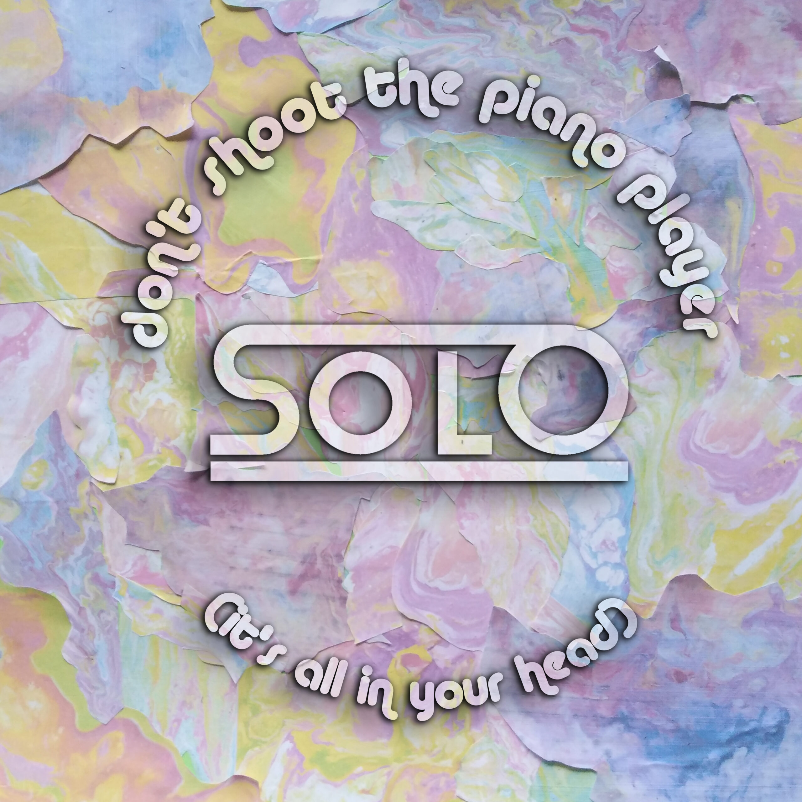 "SOLO: il suo ritorno psichedelico con ""Don't shoot the piano player (it's all in your head)"", il nuovo singolo tra Beatles e Syd Barrett"