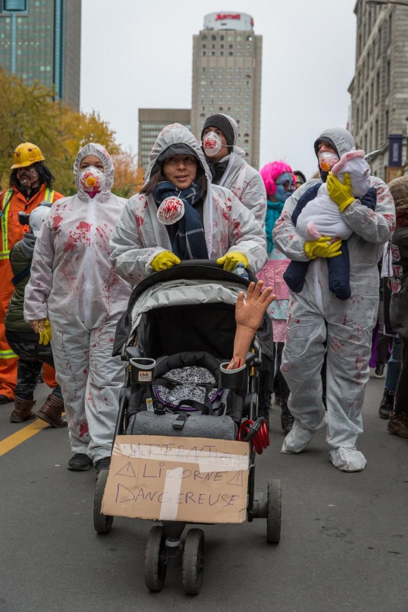 Photo : la Marche des zombies à Montréal Licorne dangereuse