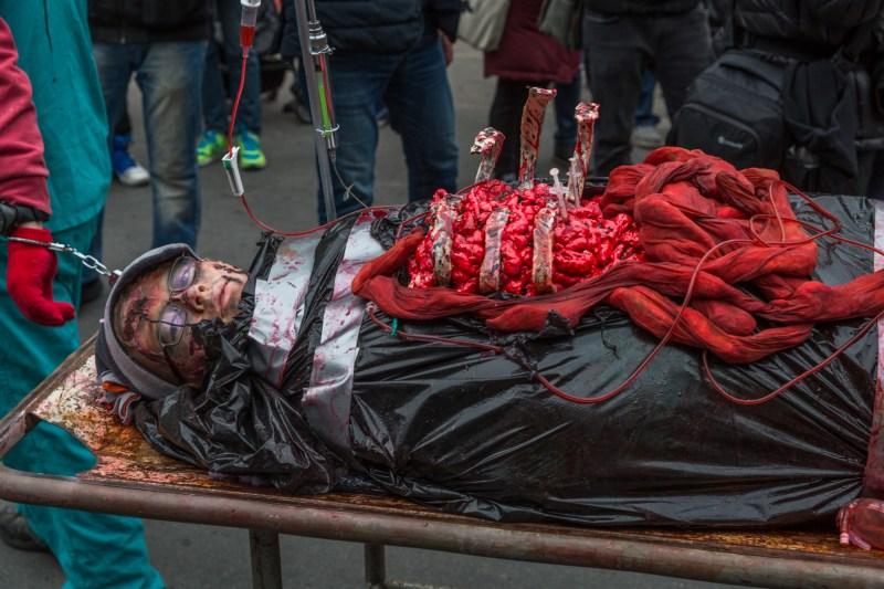 Photo : la Marche des zombies à Montréal zombie 2