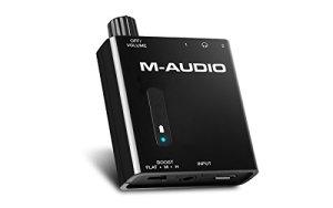 M-Audio Bass Traveler – Amplificateur Portable pour Casques d'Écoute avec Double Sortie,2 Niveaux de Boost, Contrôle du Volume et Indicateur LED – Batterie Recheargeable