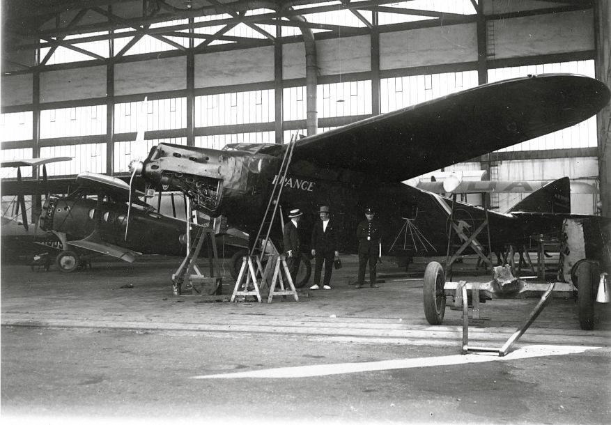 """Bernard 191 GR n°1 """" France"""" dans un hangar du Bourget en 1928 ©Jacques Héme"""
