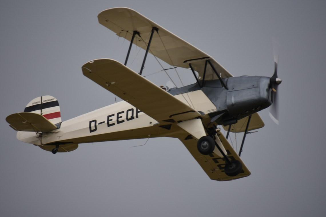 Bücker Jungmann D-EEQF piloté par Martial VEGEZZI
