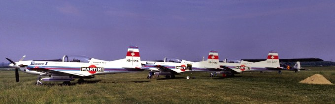 Les 3 PC7 (HB-HMA, HB-HMB, HB-HMC) de la Patrouille Martini-Europe 1 ©Xavier Cotton