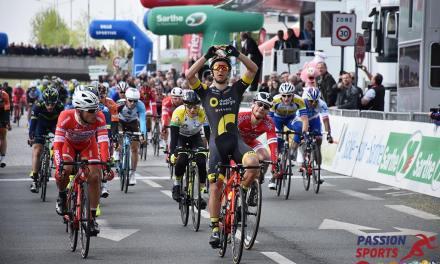Bryan COQUARD vainqueur de l'étape et Alex DOWSETT maillot jaune.