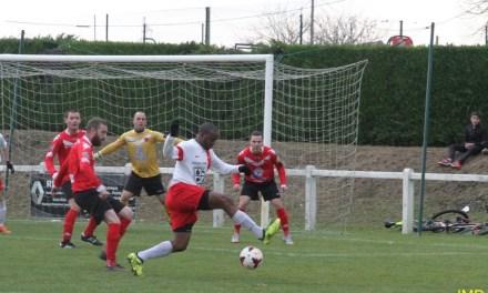 PH – Gr. F : Vainqueur de St André-des-Eaux 3 buts à 2, EA La Tessoualle retrouve la pole position.