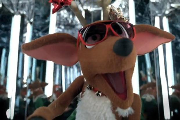 nike-basketball-mvpuppets-blitzen-santa-dunking-rap