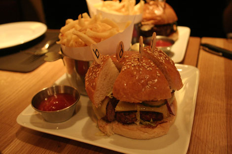 Bar boulud burger