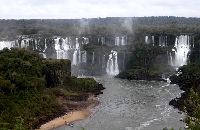 12-argentina-iguazu-falls-san-martin-island