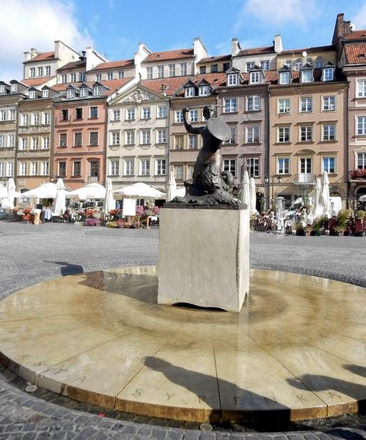 2-warsaw-square-statue