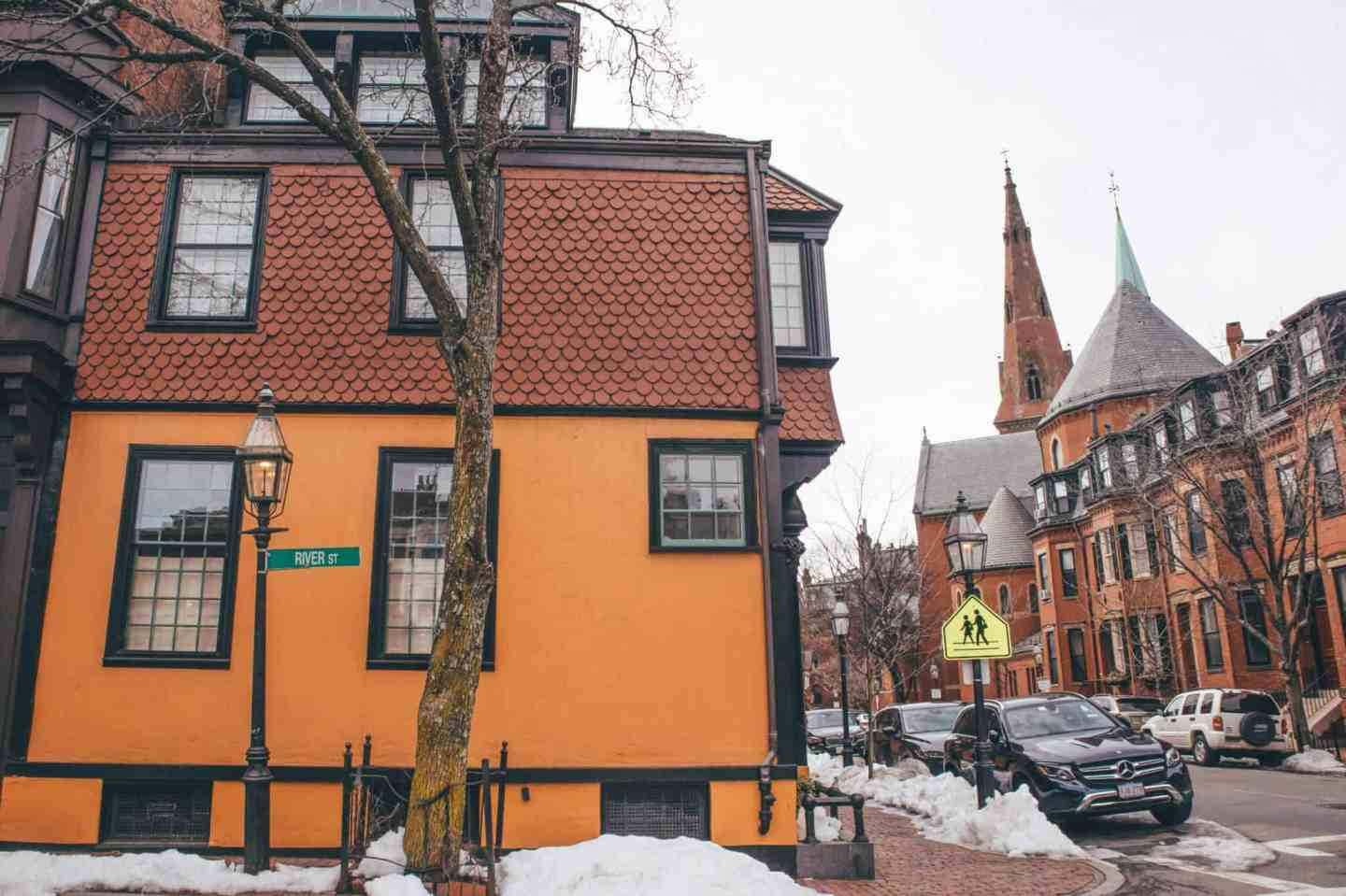 Complete Guide to Boston - Shopping on Newbury St