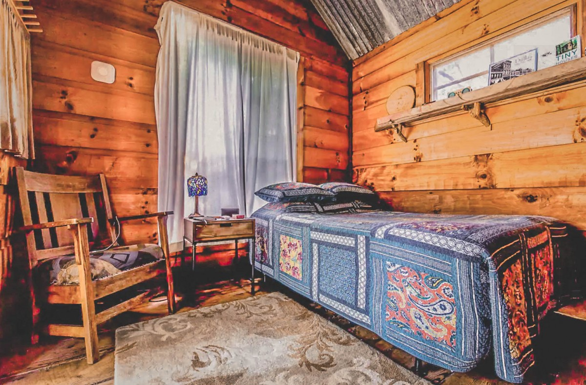 Best Airbnbs In Dallas - Charming Cabin In Dallas (photo via Airbnb)