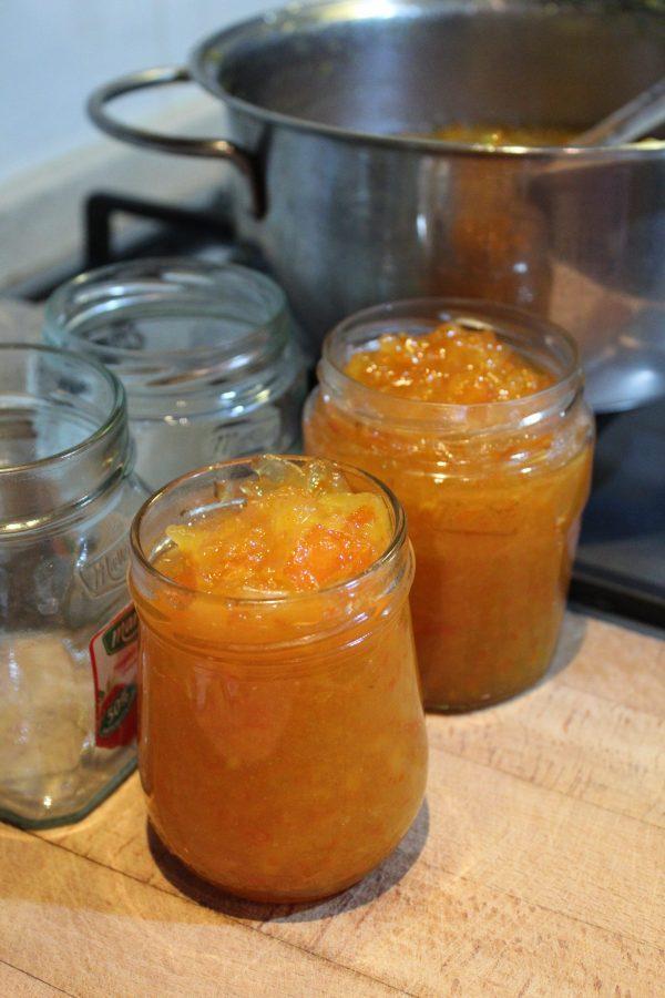 marmellata-arance-riempire-i-vasetti