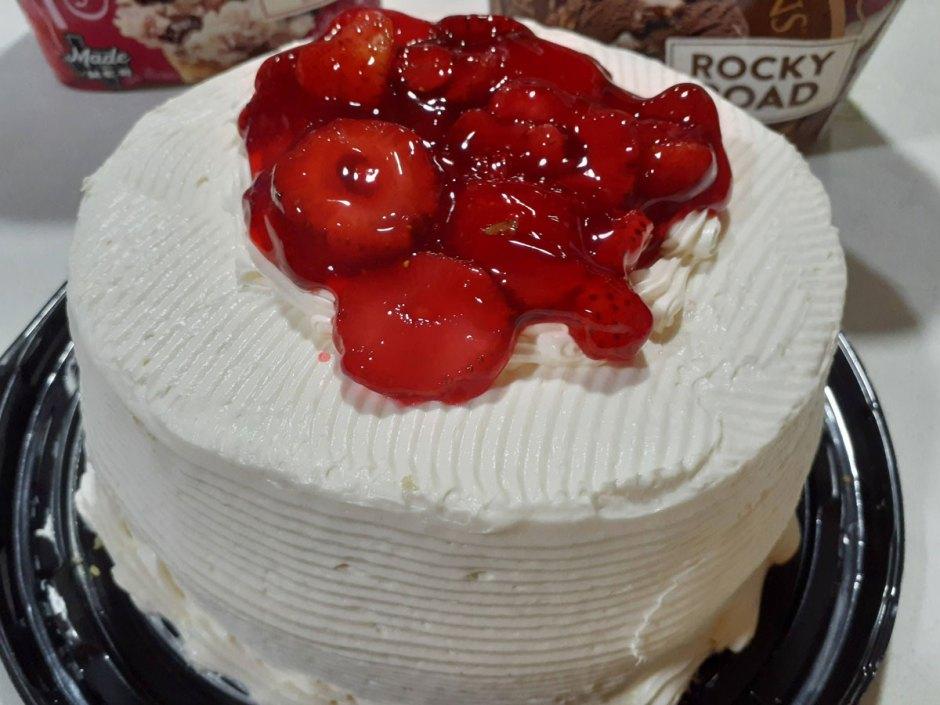 pastel de vainilla y fresas
