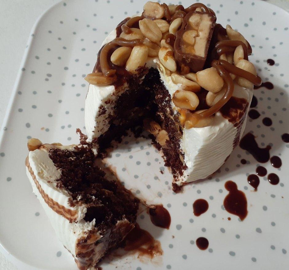 Pastel de Chocolate Snickers