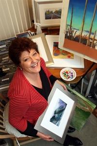 WA Artist Nira Roberts