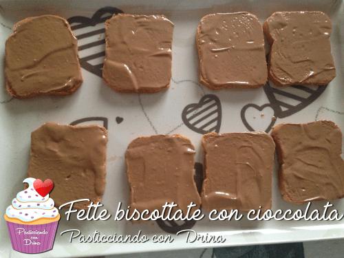 Fette biscottate con cioccolata