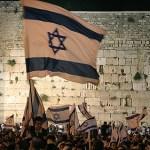 Jerusalem-Day-celebrating-Kotel-12