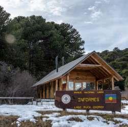Centro de Informes nevado en Parque Lanín
