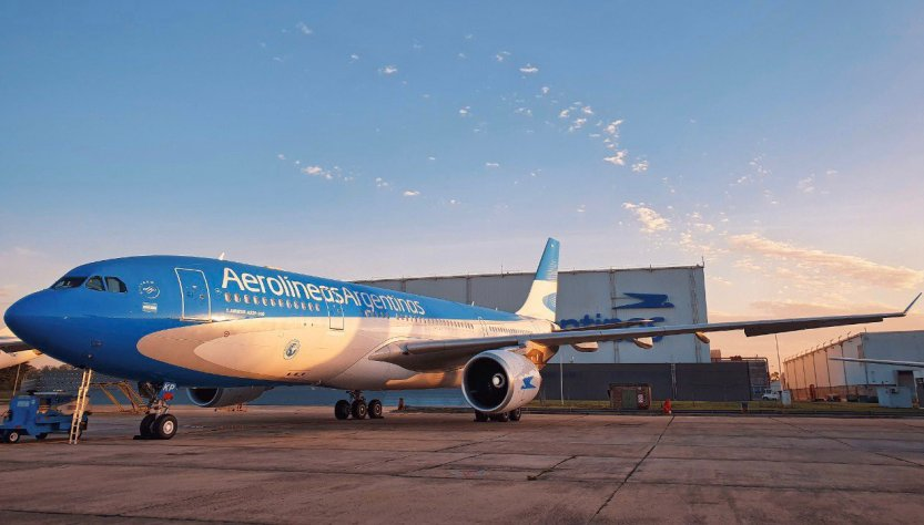 Avión parado. prohíben vuelos hasta septiembre.