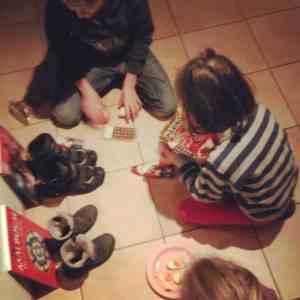 Lustig Nikolaus Schuhe putzen Kinder