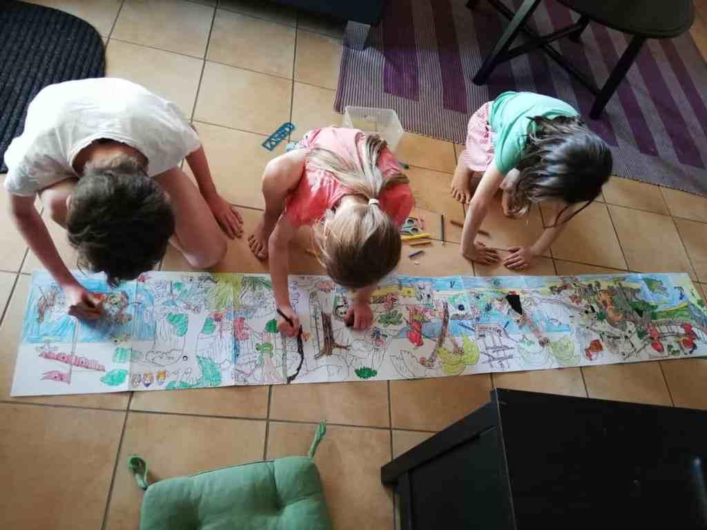 3 Geschwistern beim Malen