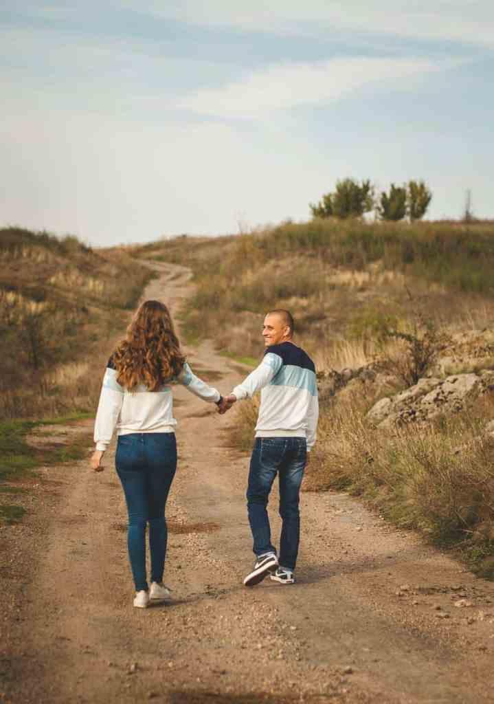 Sprache der Liebe Zeit zu zweit, Paar geht spazieren