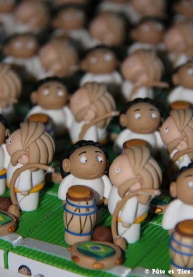 Boîtes à dragées mariés capoeira et tambours thème Brésil