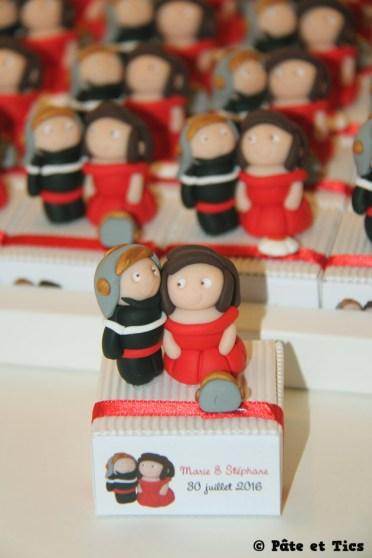 Boîtes à dragées mariées et pompiers