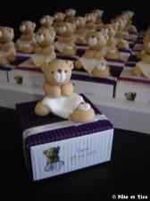 Boîtes à dragées oursons et leurs carrés de tissus