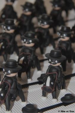 Boîtes à dragées Zorro sur leurs chevaux