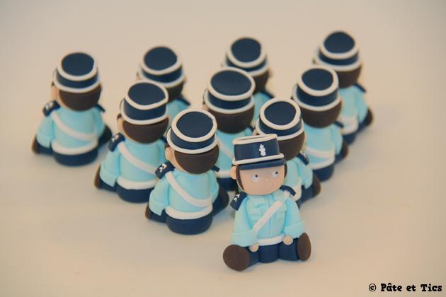 petits-sujets-gendarmes-04