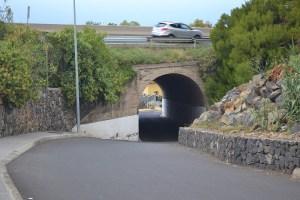 Túnel frente a supermercado